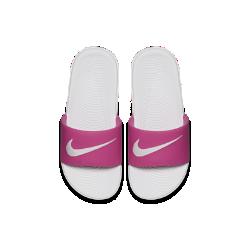 Шлепанцы для дошкольников/школьников Nike KawaШлепанцы для дошкольников/школьников Nike Kawa обеспечивают комфорт после игры или соревнований благодаря ремешку, который обхватывает стопу, а также очень мягкому амортизирующему материалу и гибкой подметке.<br>
