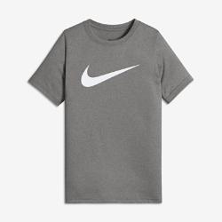 Футболка для тренинга для мальчиков школьного возраста Nike Dri-FITФутболка для тренинга для мальчиков школьного возраста Nike Dri-FIT из мягкой влагоотводящей ткани обеспечивает комфорт во время тренировки.<br>