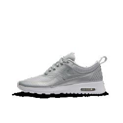 Кроссовки для школьников Nike Air Max Thea SEКроссовки для школьников Nike Air Max Thea SE обеспечивают оптимальную амортизацию, комфорт и поддержку без утяжеления для невероятной скорости на занятиях в школе или вовремя игры.<br>