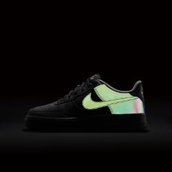 Кроссовки для школьников Nike Air Force 1 LV8Кроссовки для школьников Nike Air Force 1 LV8: классика 1982 года поднимается на новый уровень с кожаным верхом с низким профилем, кантом и новыми дизайнерскими деталями.<br>