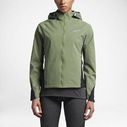 Женская куртка для бега Nike ShieldЖенская беговая куртка Nike Shield из прочной влагонепроницаемой ткани защищает от непогоды во время пробежки.<br>