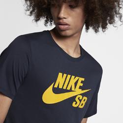 Мужская футболка Nike SB LogoМужская футболка Nike SB Logo из невероятно мягкой влагоотводящей ткани обеспечивает комфорт на весь день.<br>