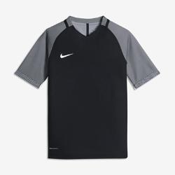 Детская игровая футболка с коротким рукавом Nike Strike AeroSwiftДетская игровая футболка с коротким рукавом Nike AeroSwift Strike из легкой дышащей ткани обеспечивает свободу движений при игре на максимальной скорости.<br>
