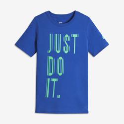 """Футболка для мальчиков школьного возраста Nike Reflective """"Just Do It""""Футболка для мальчиков школьного возраста Nike Reflective """"Just Do It"""" из мягкой хлопковой ткани обеспечивает комфорт на весь день.<br>"""