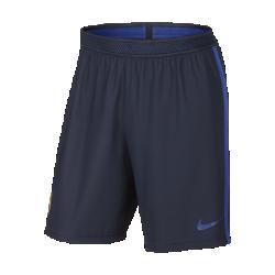 Мужские футбольные шорты FC Barcelona StrikeМужские футбольные шорты FC Barcelona Strike обеспечивают воздухопроницаемость и комфорт на поле благодаря влагоотводящей ткани и легкой конструкции с поясом Flyvent.<br>