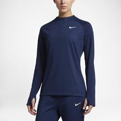 Женская футболка для футбольного тренинга с длинным рукавом и молнией 1/4 NikeЛегкая женская футболка для футбольного тренинга с длинным рукавом и молнией 1/4 Nike обеспечивает комфорт во время разминки на поле.<br>