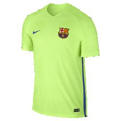 Мужская игровая футболка FC Barcelona StrikeМужская игровая футболка FC Barcelona Strike создана по технологии Nike AeroSwift: сочетание высококачественной влагоотводящей ткани и специальной конструкции помогают развитьмаксимальную скорость на поле.<br>