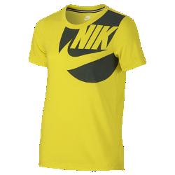 Футболка для девочек школьного возраста с коротким рукавом Nike SportswearФутболка для девочек школьного возраста с коротким рукавом Nike Sportswear из ультрамягкой ткани с удлиненной сзади нижней кромкой обеспечивает длительный комфорт и защиту.<br>