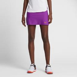 Теннисная юбка NikeCourt Power SpinТеннисная юбка NikeCourt Power Spin помогает развивать высокую скорость и вести в счете на протяжении всего матча. Специальные вставки создают зоны повышенной эластичностии поддержки, а на вшитых шортах есть удобный карман для хранения мячей.  СВОБОДА ДВИЖЕНИЙ  Ткань Nike Power с зонами повышенной эластичности и поддержки обеспечивает полную свободу движений, помогая полностью сконцентрироваться на игре.  КОМФОРТ  Технология Dri-FIT отводит влагу с кожи на поверхность ткани, где она быстро испаряется, обеспечивая комфорт.  ДОПОЛНИТЕЛЬНАЯ ЗАЩИТА  Вшитые шорты обеспечивают необходимую защиту во время игры, а удобный карман позволяет легко доставать мячи на ходу.<br>