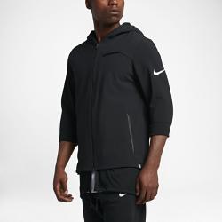 Мужская баскетбольная куртка Nike KyrieМужская баскетбольная куртка Nike Kyrie из прочного и эластичного тканого материала с водоотталкивающим покрытием обеспечивает свободу движений и защиту на улице и впомещении.  Свобода движений  Эластичная ткань Nike Flex и эластичная подкладка в области плеч не стесняют движений во время бросков, пасов, подборов и скоростных прорывов.  Защита от дождя  Ткань с водоотталкивающим покрытием защищает от легкого дождя.  Комфорт и защита  Удлиненная нижняя кромка с сеткой обеспечивает защиту во время бросков.<br>