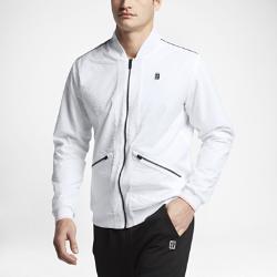 Мужская куртка NikeCourt VarsityМужская куртка NikeCourt Varsity — это обновление классической теннисной модели из крепированной ткани со вставками в области подмышек и двусторонней молнией для удобства и свободы движений.<br>