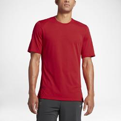 Мужская баскетбольная футболка с коротким рукавом Nike EliteМужская баскетбольная футболка Nike Elite из легкой ткани обеспечивает защиту от влаги и комфорт разминки или тренировки.  Дополнительная защита  Удлиненная сзади нижняя кромка обеспечивает дополнительную защиту во время бросков.  Свобода движений  Расположенные под углом плечевые швы и разрезы в нижней кромке не стесняют движений во время бросков, пасов, подборов и скоростных прорывов.  Комфорт  Легкая ткань с технологией Dri-FIT обеспечивает превосходную воздухопроницаемость и комфорт, отводя влагу на поверхность ткани, где она быстро испаряется.<br>