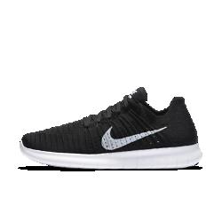 Мужские беговые кроссовки Nike Free RN FlyknitМужские беговые кроссовки Nike Free RN Flyknit обладают гибкой подошвой с абсолютно новым рисунком, который позволяет обуви расширяться и возвращаться свою изначальную форму при каждом шаге. Более того, они обеспечивают даже большую амортизацию, чем модель Nike Free RN Motion Flyknit. Плотно обхватывающий стопу верх из материала Flyknit создает непревзойденную посадку и максимальный комфорт во время пробежки.  Естественность движений  Подошва Nike Free нового поколения расширяется в нескольких направлениях благодаря революционному рисунку tri-star, что делает движения стопы более динамичными. Кроме того, скругленная форма пятки повторяет форму стопы и обеспечивает плавность движений.  Мягкая амортизация  Новая подошва создана с использованием более мягкого пеноматериала, чем в любой из предыдущих моделей. Она обеспечивает комфорт, отличную амортизацию и прочностьбез утяжеления.  Великолепная посадка  Практически бесшовный верх Flyknit обеспечивает потрясающе плотную посадку и дополнен специальными зонами для воздухопроницаемости, эластичности и поддержки. Нити Flywire в верхе объединены со шнурками для обеспечения динамической поддержки и естественности движений.  Подробнее  Благодаря неэластичному материалу в области пятки кроссовки дольше сохраняют форму Скругленная пятка обеспечивает естественную свободу движений Легкие вставки из твердой резины в области пальцев и пятки для дополнительного сцепления с поверхностью и прочности Вес: 225 г (мужской размер 10) Перепад: 8 мм  Истоки Nike Free  Узнав, что спортсмены Стэнфордского университета тренируются босиком на поле для гольфа, три самых изобретательных и креативных сотрудника Nike взялись за разработку кроссовок, которые бы не ощущались на ноге и сидели, словно вторая кожа. В течение восьми лет специалисты изучали биомеханику стопы во время бега. В результате имудалось рассчитать естественный угол приземления стопы, давление и положение носка, что позволило дизайнерам
