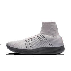 Женские беговые кроссовки NikeLab LunarEpic FlyknitЖенские беговые кроссовки NikeLab LunarEpic Flyknit с плотной посадкой обеспечивают непревзойденную плавность движений стопы, открывая новую страницу в истории бега.<br>