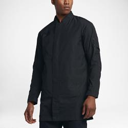 Мужская куртка Nike F.C.Мужская куртка Nike F.C с удлиненным силуэтом и облегающим кроем украшена яркой графикой Nike F.C. для комфорта и создания стильного образа на каждый день.<br>