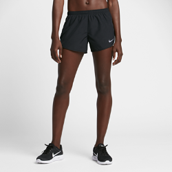 Женские беговые шорты Nike Modern Tempo 7,5 смЖенские беговые шорты Nike Modern Tempo 7,5 см обеспечивают легкость и охлаждение во время бега. В отличие от оригинальной модели Tempo они более прилегающие и лучше подчеркивают фигуру. Благодаря наличию подкладки можно не надевать дополнительный слой.<br>