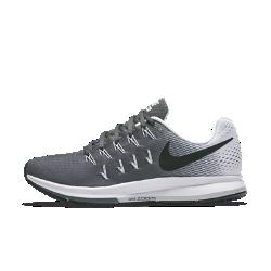Женские беговые кроссовки Nike Air Zoom Pegasus 33Женские беговые кроссовки Nike Air Zoom Pegasus 33 обеспечивают превосходную посадку, комфорт и мгновенную амортизацию, что позволяет легко поддерживать темп и сосредоточиться на пробежке.  Мгновенная амортизация  Вставки Nike Zoom Air в области пятки и носка отвечают за мягкую, адаптивную и пружинящую амортизацию.  Фиксация и комфорт  Плотно прилегающая сетка Engineered mesh обеспечивает воздухопроницаемость, а ультралегкий прочный материал Flywire превосходно поддерживает стопу.  Плавность движений  Конструкция пятки не стесняет свободы движений, а подметка равномерно распределяет и смягчает ударную нагрузку, позволяя двигаться легко и плавно.<br>