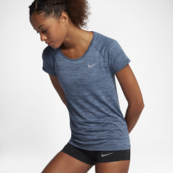 Женская беговая футболка с коротким рукавом Nike Dri-FIT KnitЖенская беговая футболка с коротким рукавом Nike Dri-FIT Knit обеспечивает невероятный комфорт благодаря практически бесшовной конструкции. Более открытое плетение в ключевых зонах усиливает вентиляцию, обеспечивая комфорт и помогая полностью сосредоточиться на беге.<br>