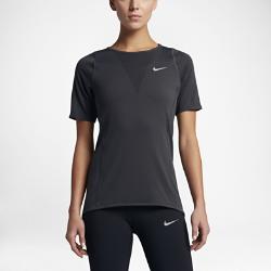 Женская беговая футболка с коротким рукавом Nike RelayЖенская беговая футболка с коротким рукавом Nike Relay обеспечивает воздухопроницаемость и комфорт на любой пробежке благодаря сетке по всей поверхности.<br>