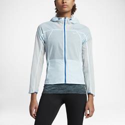 Женская беговая куртка Nike Impossibly LightЖенская беговая куртка Nike Impossibly Light из прочной ткани рипстоп со возможностью компактного складывания обеспечивает защиту при любой погоде.<br>