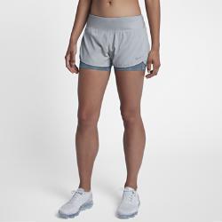 Женские беговые шорты Nike Rival 7,5 см 2-в-1Женские беговые шорты Nike Rival 7,5 см 2-в-1 — идеальная модель для бега на длинные дистанции. Поддерживающие внутренние шорты обеспечивают дополнительную защиту, а дышащий верхний слой повышает комфорт во время движения.  Свобода движений и охлаждение  Внешние шорты из эластичной ткани Nike Flex не сковывают движений. Свободный крой, шаговый шов 6,5 см и перфорация по всей поверхности обеспечивает циркуляцию воздуха.  Ощущение комфорта  Внутренние шорты с шаговым швом 7,5 см создают дополнительную защиту во время выпадов и приседаний. Широкий пояс из мягкого трикотажа обеспечивает удобную посадку ификсацию шорт во время бега. Утягивающий шнурок позволяет регулировать посадку.  Удобное хранение  Карман на молнии на поясе сзади защищает содержимое от влаги. Плоский бегунок молнии не мешает при выполнении упражнений на спине. В два небольших кармана на поясеможно быстро убрать мелкие вещи.<br>