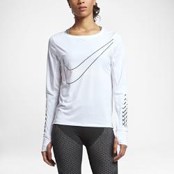 Женская беговая футболка с длинным рукавом Nike Breathe (City)Женская беговая футболка с длинным рукавом Nike Breathe (City) обеспечивает отведение влаги, вентиляцию и комфорт на протяжении всей пробежки.  Воздухопроницаемость и комфорт  Ткань Nike Breathe усиливает циркуляцию воздуха и обеспечивает ощущение прохлады на пробежке.  Свобода движений  Рукава покроя реглан не сковывают движений.<br>