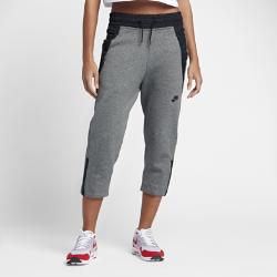 Женские брюки Nike Sportswear Tech FleeceЖенские брюки Nike Sportswear Tech Fleece из мягкого и легкого технологичного флиса обеспечивают тепло и комфорт и идеально подходят для сочетания с экипировкой для тренинга.  Легкость и тепло  Более гладкая и легкая ткань Nike Tech Fleece обеспечивает тепло традиционного флиса. Она удерживает тепло и не утяжеляет модель.  Удобная посадка  Свободный крой обеспечивает комфорт и помогает создать стильный образ. Укороченная кромка позволяет сделать акцент на кроссовки.  Удобное хранение  Два больших передних кармана позволяют иметь под рукой ключи и другие важные мелочи.<br>