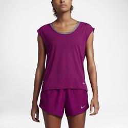 Женская беговая футболка с коротким рукавом Nike Breathe CoolЖенская беговая футболка с коротким рукавом Nike Breathe Cool из невероятно мягкой, легкой и дышащей ткани обеспечивает охлаждение и комфорт на протяжении всей пробежки.<br>