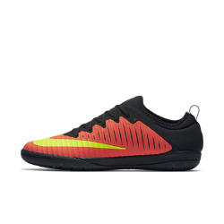 Футбольные бутсы для игры в зале/на поле Nike MercurialX Finale IIФутбольные бутсы для игры в зале/на поле Nike MercurialX Finale II обеспечивают отличную посадку, непревзойденное касание и потрясающее сцепление, позволяя развивать максимальную скорость в помещении и на уличных площадках.  Ребристая конструкция  Рельефный верх с ребристой конструкцией создает необходимое трение для улучшенного контроля мяча.  Технология NIKESKIN  Тонкая накладка объединяет пластиковую пленку с легкой сеткой для улучшенного контакта стопы с мячом.<br>