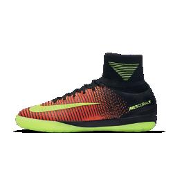 Футбольные бутсы для игры в зале/на поле Nike MercurialX Proximo IIФутбольные бутсы для игры в зале/на поле Nike MercurialX Proximo II обеспечивают отличную посадку, непревзойденное касание и потрясающее сцепление, позволяя развивать максимальную скорость в помещении и на уличных площадках.  Конструкция полностью из материала Flyknit  Инновационный материал Flyknit обеспечивает фиксацию и плотную посадку. Нити Flywire объединены со шнурками для дополнительной фиксации.  Технология Dynamic Fit  Технология Dynamic Fit в области голеностопа обеспечивает плотную посадку и комфорт.  Система Nike Grip  Система Nike Grip внутри предотвращает скольжение стопы в бутсах.  Технология ACC  Технология Nike All Conditions Control (ACC) для точного контроля мяча как в сухую, так и во влажную погоду.<br>