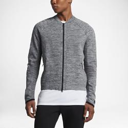 Мужская куртка Nike Sportswear Tech KnitМужская куртка Nike Sportswear Tech Knit с продуманным расположением вставок из мягкой дышащей ткани обеспечивает тепло и плотную естественную посадку.  Специальные зоны для комфорта  Ткань Nike Tech Knit — уникальное сочетание нейлона и хлопка. Эта теплая ткань дарит максимальный комфорт и превосходное ощущение мягкости. Она удерживает тепло, обеспечивая прохладу там, где это необходимо.  Естественная посадка  Рукава покроя реглан не сковывают движений.<br>