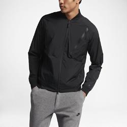 Мужская куртка Nike Sportswear Tech Hypermesh VarsityМужская куртка Nike Sportswear Tech Hypermesh Varsity из легкой ткани с подкладом из дышащей сетки и боковыми разрезами на молнии обеспечивает вентиляцию, защиту и длительный комфорт.<br>