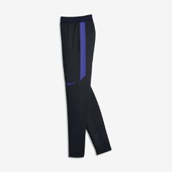 Футбольные брюки для мальчиков школьного возраста Nike Strike FlexФутбольные брюки для мальчиков школьного возраста Nike Strike Flex из легкой сверхэластичной ткани с водоотталкивающим покрытием защищают от влаги и дарят комфорт и свободу движений на поле.<br>