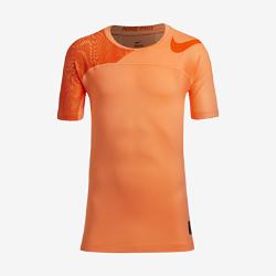 Футболка для тренинга с коротким рукавом для мальчиков школьного возраста Nike Pro HyperCoolФутболка для тренинга с коротким рукавом для мальчиков школьного возраста Nike Pro HyperCool с дышащей конструкцией и плотной посадкой обеспечивает комфорт.<br>