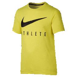 Футболка для тренинга с коротким рукавом для мальчиков школьного возраста Nike DryФутболка для тренинга с коротким рукавом для мальчиков школьного возраста Nike Dry из мягкой влагоотводящей ткани обеспечивает комфорт во время тренировки.<br>