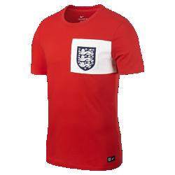 Мужская игровая футболка England CrestМужская игровая футболка England Crest из мягкого хлопка с клубной символикой обеспечивает длительный комфорт на трибунах и на улице.<br>