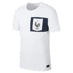 Мужская игровая футболка FFF CrestМужская игровая футболка FFF Crest из мягкого хлопка с клубной символикой обеспечивает длительный комфорт на трибунах и на улице.<br>