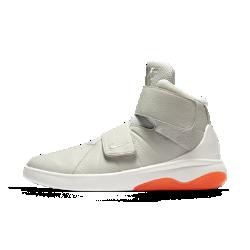 Мужские кроссовки Nike MarxmanМужские кроссовки Nike Marxman, созданные в стиле модели Huarache 2k4, которую впервые продемонстрировал Коби Брайант в 2004 году, выполнены из мягкой первоклассной кожи и дополнены двойными ремешками для индивидуальной посадки.<br>