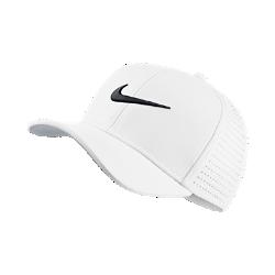 Бейсболка с застежкой для гольфа для школьников Nike Classic 99Бейсболка с застежкой для гольфа для школьников Nike Classic 99 обеспечивает вентиляцию и комфорт благодаря перфорированным панелям и влагоотводящей ткани.<br>