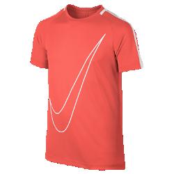 Игровая футболка для школьников Nike Dry AcademyИгровая футболка для школьников Nike Dry Academy из влагоотводящей ткани обеспечивает комфорт и вентиляцию благодаря сетчатым вставкам на рукавах.<br>