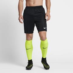 Мужские футбольные шорты Nike SquadМужские футбольные шорты Nike Squad из мягкой влагоотводящей ткани с эластичными боковыми вставками из рубчатой ткани обеспечивают комфорт и свободу движений во времяигры.<br>