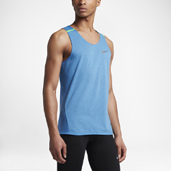 Мужская беговая майка Nike TailwindМужская беговая майка Nike Tailwind из мягкой влагоотводящей ткани с дышащей конструкцией обеспечивает прохладу и комфорт во время пробежки.<br>