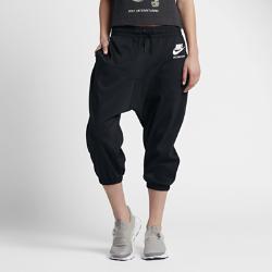 Женские капри Nike InternationalЖенские капри Nike International из мягкой смесовой ткани на основе хлопка с удлиненным шаговым швом обеспечивают комфорт на весь день.<br>