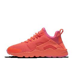 Женские кроссовки Nike Air Huarache Ultra BreatheЖенские кроссовки Nike Air Huarache Ultra Breathe, гарантирующие плотную посадку и оптимальную гибкость, отличаются от инновационной модели 90-х более высокой степенью охлаждения: материал Nike Tech Ultramesh обеспечивает максимальную вентиляцию, сохраняя минимальный вес.<br>