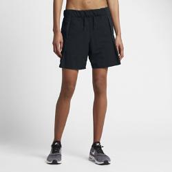 Женские шорты Nike Sportswear BondedЖенские шорты Nike Sportswear Bonded из легкого тканого материала с регулируемым шнурком на поясе обеспечивают комфортную посадку.<br>