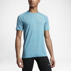 Мужская беговая футболка с коротким рукавом Nike Dri-FIT KnitМужская беговая футболка с коротким рукавом Nike Dri-FIT Knit из гладкой ткани с бесшовной конструкцией обеспечивает превосходную воздухопроницаемость и комфорт.<br>