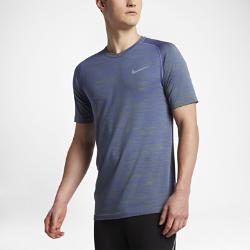 Мужская беговая футболка с коротким рукавом Nike Dri-FIT KnitМужская беговая футболка с коротким рукавом Nike Dri-FIT Knit обеспечивает непревзойденный комфорт благодаря практически бесшовной конструкции. Зоны с более свободной вязкой пропускают воздух там, где это необходимо, а плотная посадка не стесняет движений.  Специальные зоны вентиляции  На груди и в верхней части спины ткань имеет более открытое плетение, напоминающее сетку. Это обеспечивает прохладу там, где это необходимо. Зоны интегрированной сетки вместо вшитых сетчатых вставок создают практически бесшовную гладкую конструкцию.  Длительный комфорт  Швы есть только на стыке рукавов с основой. Полное отсутствие швов по бокам обеспечивает невероятную гладкость и мягкость. Эта первоклассная конструкция обеспечивает непревзойденный комфорт на всей дистанции.  Отведение влаги  Технология Dri-FIT обеспечивает прохладу и комфорт, выводя влагу на поверхность ткани, где она быстро испаряется.<br>