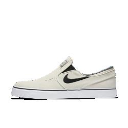Мужская обувь для скейтбординга Nike SB Zoom Stefan Janoski Slip-OnМужская обувь для скейтбординга Nike SB Zoom Stefan Janoski Slip-On со встроенной в стельку вставкой Nike Zoom Air и гибкой резиновой подметкой обеспечивает мгновенную амортизацию и уверенное сцепление с доской.<br>
