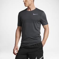 Мужская беговая футболка с коротким рукавом Nike Zonal Cool RelayМужская беговая футболка с коротким рукавом Nike Zonal Cool Relay с бесшовной конструкцией и легкой сеткой обеспечивает воздухопроницаемость и длительный комфорт.  Охлаждение  Конструкция из сетки по технологии Nike Zonal Cooling для усиленной вентиляции там, где это больше всего необходимо.  Невероятная мягкость  Плоские швы не натирают кожу, позволяя избежать раздражения и обеспечивая длительный комфорт.  Надежная защита  Удлиненная сзади нижняя кромка обеспечивает дополнительную защиту и не позволяет ткани смещаться во время бега.<br>