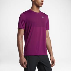 Мужская беговая футболка с коротким рукавом Nike Zonal Cooling RelayМужская беговая футболка с коротким рукавом Nike Zonal Cooling Relay с бесшовной конструкцией и легкой сеткой обеспечивает воздухопроницаемость и длительный комфорт.  Охлаждение  Конструкция из сетки по технологии Nike Zonal Cooling для усиленной вентиляции там, где это больше всего необходимо.  Невероятная мягкость  Плоские швы не натирают кожу, позволяя избежать раздражения и обеспечивая длительный комфорт.  Надежная защита  Удлиненная сзади нижняя кромка обеспечивает дополнительную защиту и не позволяет ткани смещаться во время бега.<br>